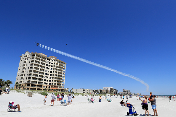 Sam Greenwood「Blue Angels Flyover Jacksonville Area In Tribute To COVID-19 Frontline Workers」:写真・画像(0)[壁紙.com]