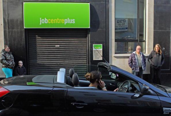 Wireless Technology「Latest Figures Show UK Unemployment Has Risen Above 2 Million」:写真・画像(19)[壁紙.com]
