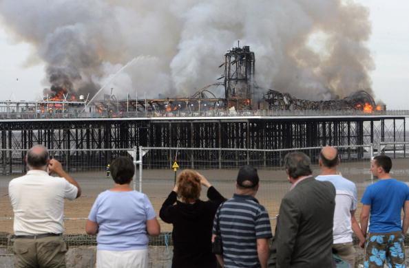 Weston-super-Mare「Fire Engulfs Grand Pier At Weston-Super-Mare」:写真・画像(7)[壁紙.com]