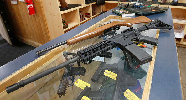 AR-15「Sale Of Automatic Weapons Comes Under Scrutiny After Orlando Shootings」:写真・画像(15)[壁紙.com]