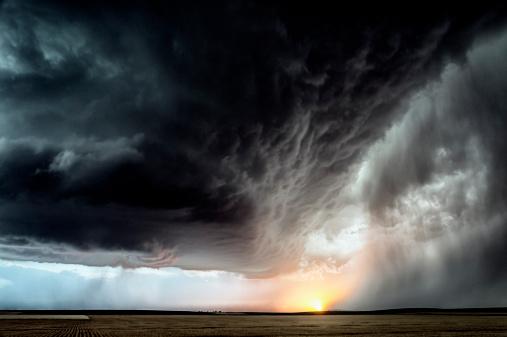 Tornado「Developing storm over farmland」:スマホ壁紙(15)