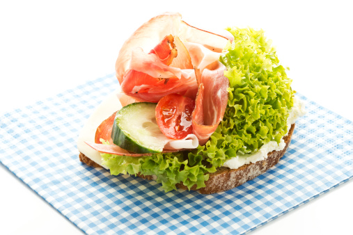 Lettuce「Fitness sandwich with cream cheese, ham, tomatoes and cucumber, close up」:スマホ壁紙(19)