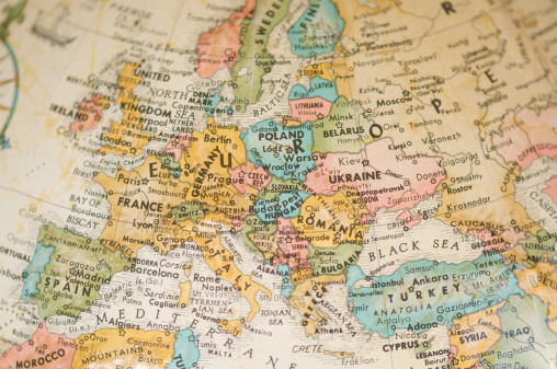 UK「Antique Vintage Map of Europe Selective Focus Sepia」:スマホ壁紙(15)