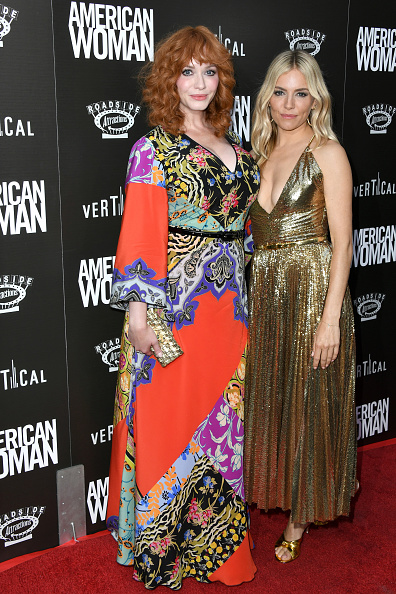 Sienna Miller「Premiere Of Roadside Attraction's 'American Woman' - Arrivals」:写真・画像(3)[壁紙.com]
