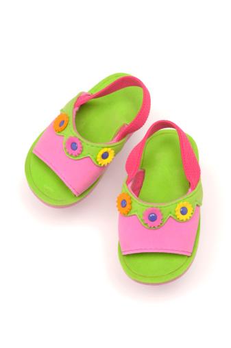 Flip-Flop「green sandals for a child with a floral design」:スマホ壁紙(10)