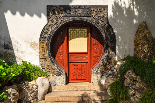 Yu Yuan Gardens「Doorway in Yu Garden, Shanghai, China」:スマホ壁紙(15)