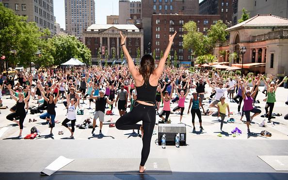 ウェアラブル端末「Launch Of Fitbit Local Free Community Workouts In New York At Union Square」:写真・画像(10)[壁紙.com]