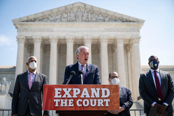 Growth「House Judiciary Chairman Jerry Nadler And Sen. Ed Markey Hold News Conference On Supreme Court Expansion Legislation」:写真・画像(13)[壁紙.com]