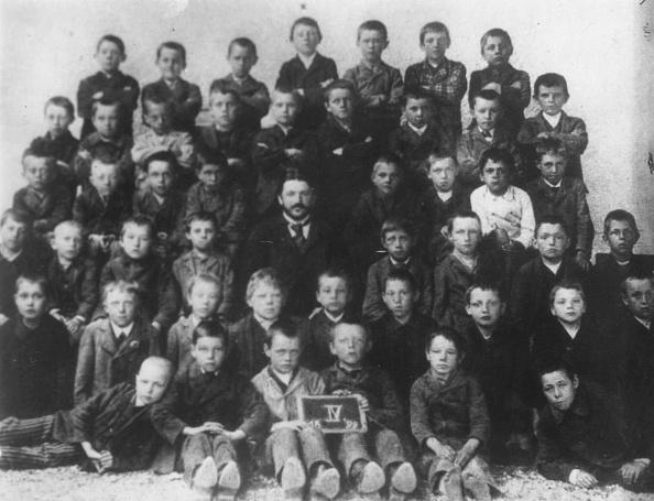 1890-1899「Hitler At School」:写真・画像(4)[壁紙.com]
