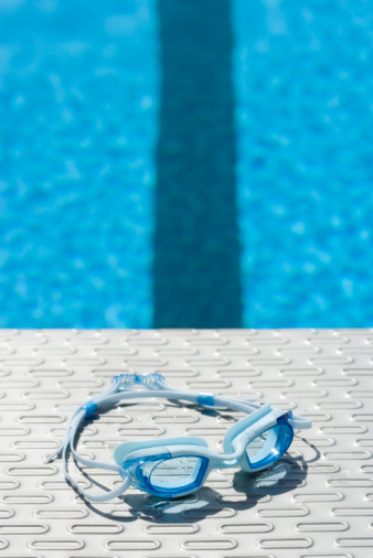 Eyewear「Goggles by a swimming pool」:スマホ壁紙(15)