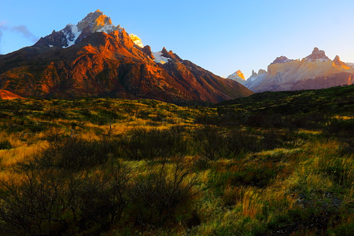 Alpenglow「Horns of Paine dramatic gold sunrise, estepe, Torres Del Paine – Patagonia」:スマホ壁紙(7)