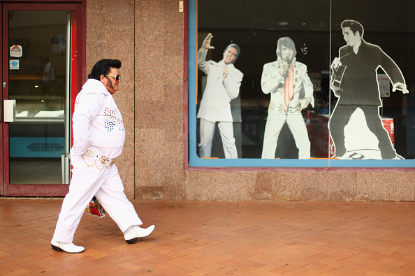 Clipping Path「Elvis Fans Gather In Parkes For Annual Festival」:写真・画像(9)[壁紙.com]