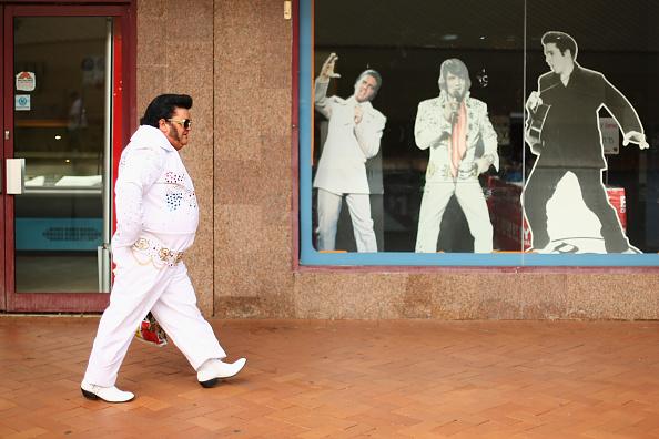 カットアウト「Elvis Fans Gather In Parkes For Annual Festival」:写真・画像(17)[壁紙.com]