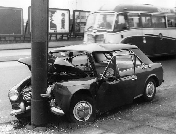 Stratford - London「Buckled Car」:写真・画像(5)[壁紙.com]