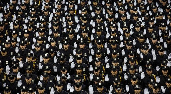 Hand「Mayor De Blasio And NYPD Chief Bratton Preside Over Department's Graduation Ceremony」:写真・画像(18)[壁紙.com]