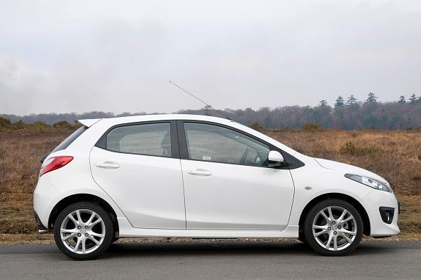 Side View「2010 Mazda 2 Sport」:写真・画像(4)[壁紙.com]