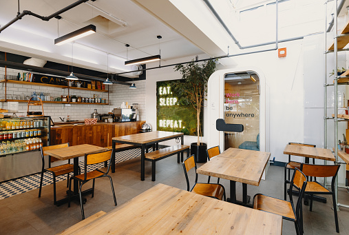 Wide Angle「Modern cafeteria - empty cafe during coronavirus lockdown」:スマホ壁紙(2)