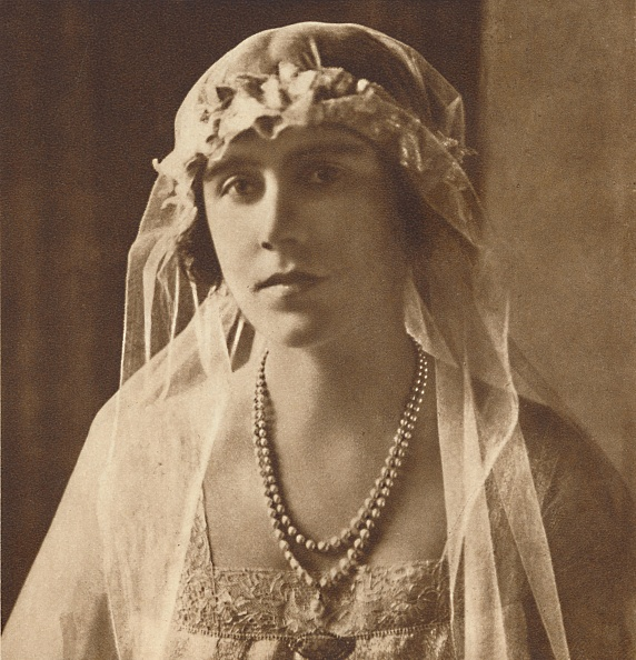 Headdress「Bridesmaid At Wedding Of Princess Mary And Viscount Lascelles」:写真・画像(9)[壁紙.com]