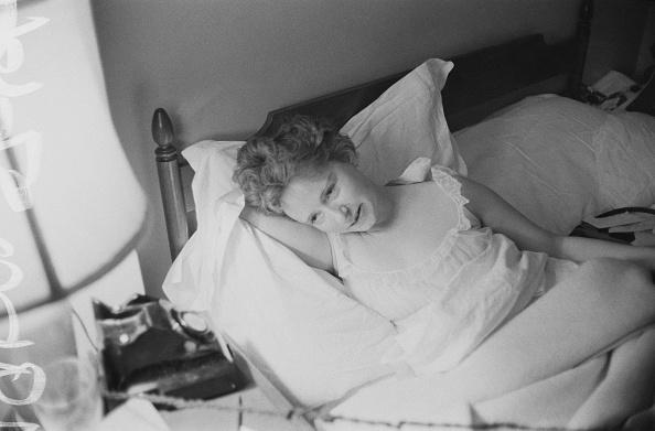 Bedroom「Lady Cecilia in bed」:写真・画像(4)[壁紙.com]