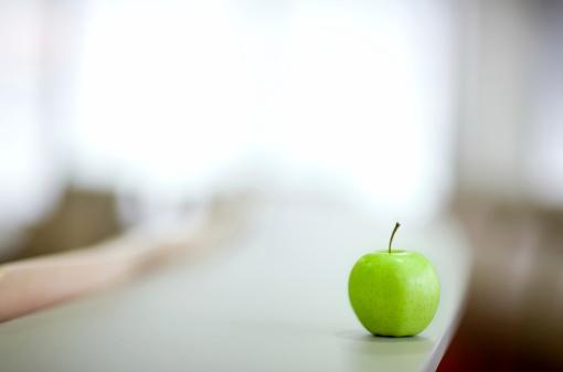 Side View「Green Apple」:スマホ壁紙(14)
