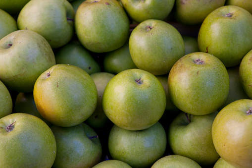 Apple「green apples in market」:スマホ壁紙(4)