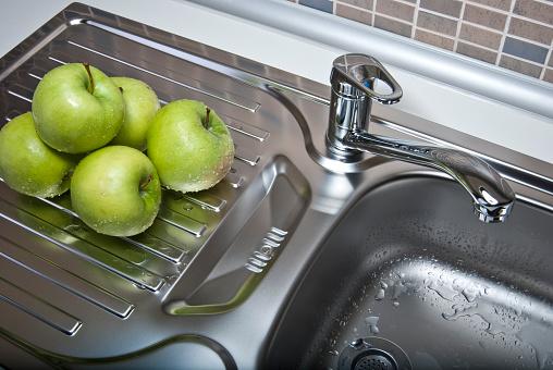 スイセン「緑のりんごのモダンなキッチン」:スマホ壁紙(17)