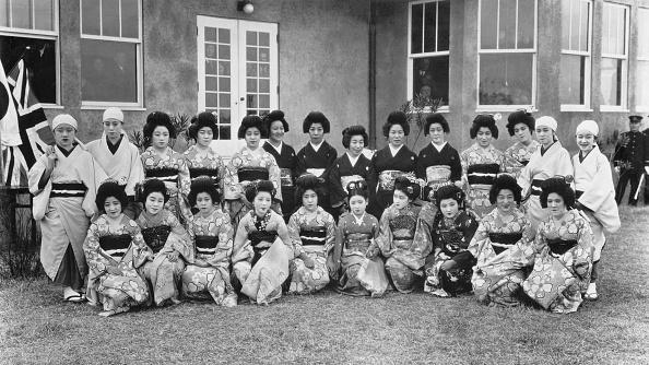 Spencer Arnold Collection「Geishas At Beppa」:写真・画像(10)[壁紙.com]