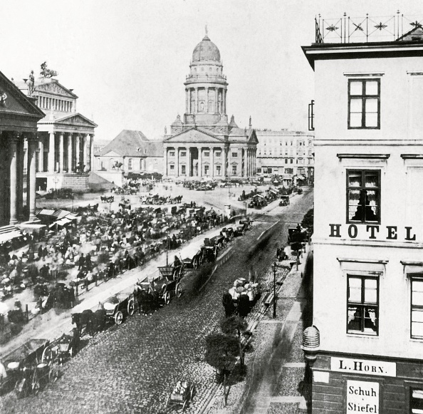 City Life「Market-day on the Gendarmenmarkt」:写真・画像(9)[壁紙.com]