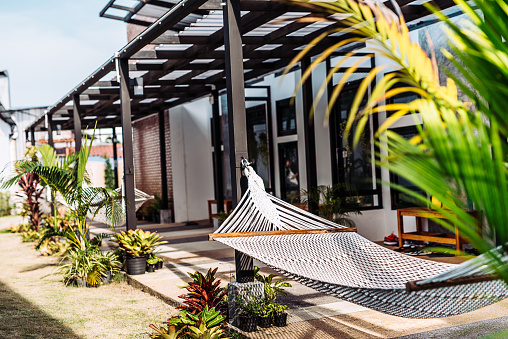 Hostel「Beach resort with hammocks near the bungalows in Thailand」:スマホ壁紙(7)