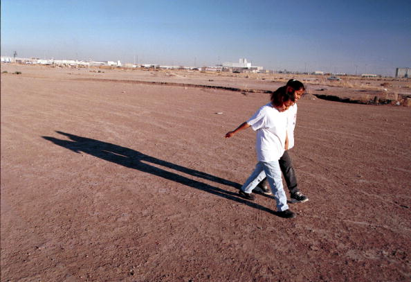 Women's Soccer「Two Women Walk Across A Soccer Field In Ciudad Juarez Mexico」:写真・画像(1)[壁紙.com]