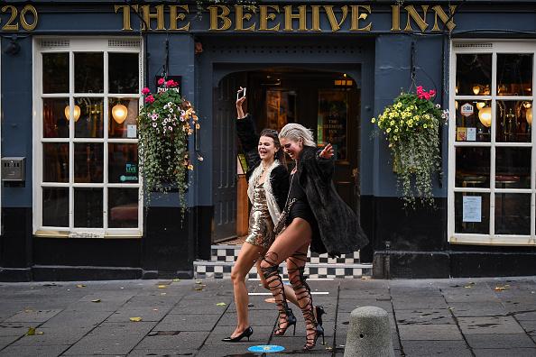 Closing「Pubs and Restaurants Close Today Under Scotland's Stricter Coronavirus Measures」:写真・画像(19)[壁紙.com]