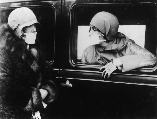 Two People「Flu Masks」:写真・画像(0)[壁紙.com]