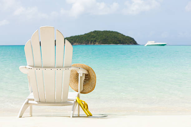 inviting chair on a tropical beach:スマホ壁紙(壁紙.com)