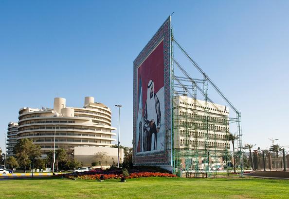 Two Lane Highway「Mural of the late Sheik Zayed bin Sultan Al Nahyan, Corniche West, Abu Dhabi 」:写真・画像(19)[壁紙.com]