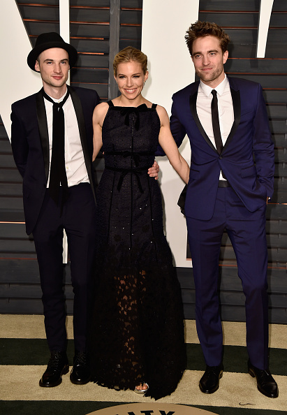 Robert Pattinson「2015 Vanity Fair Oscar Party Hosted By Graydon Carter - Arrivals」:写真・画像(4)[壁紙.com]