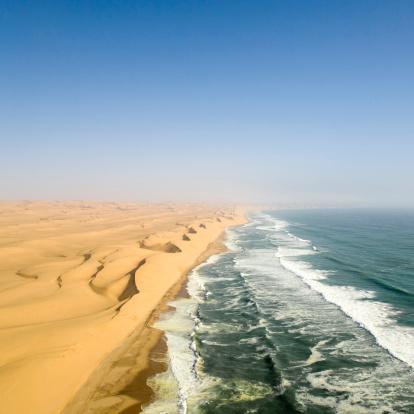 Namibia「dunes from namib desert meeting atlantic ocean」:スマホ壁紙(0)