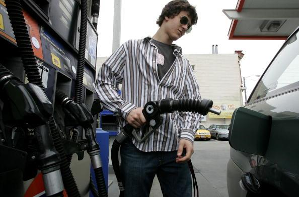 Refueling「California Gas Prices Start To Rise Above Three Dollars」:写真・画像(16)[壁紙.com]