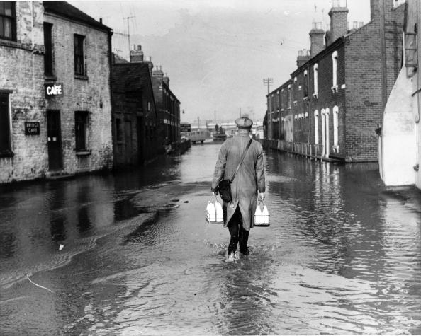 Torrential Rain「Flooded Street」:写真・画像(15)[壁紙.com]