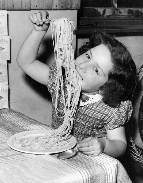 Eating「Spaghetti Girl」:写真・画像(15)[壁紙.com]