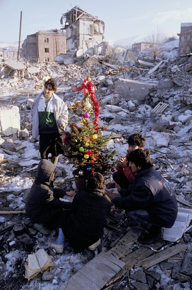 Christmas Decoration「Earthquake took place in Armenia in 1988」:写真・画像(19)[壁紙.com]