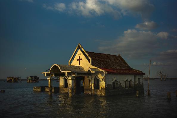 Sea「Filipinos Face Rising Sea Levels At Bulacan's Sinking Village」:写真・画像(14)[壁紙.com]