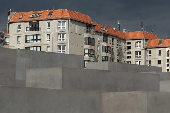 Apartment「East Berlin Landmark Apartment Building To Be Demolished」:写真・画像(9)[壁紙.com]