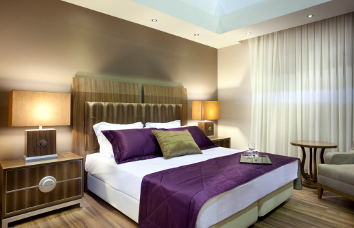 Hotel「Wide angle view of luxury hotel suite」:スマホ壁紙(13)
