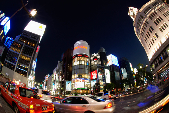 City Life「Wide angle view of famous Ginza district of Tokyo, Japan」:写真・画像(8)[壁紙.com]