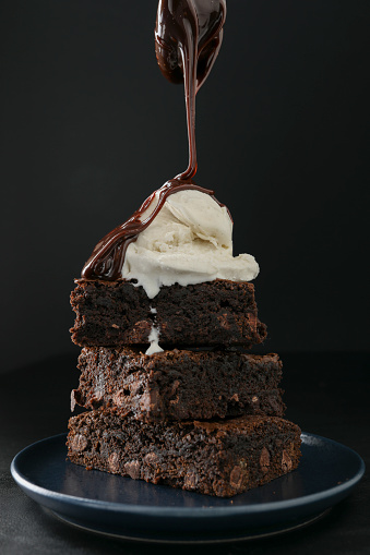 Dessert Topping「Pouring Hot Fudge On Brownies」:スマホ壁紙(0)