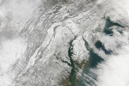 Pennsylvania「Satellite view of a massive Nor'easter snow storm over Chesapeake Bay.」:スマホ壁紙(2)