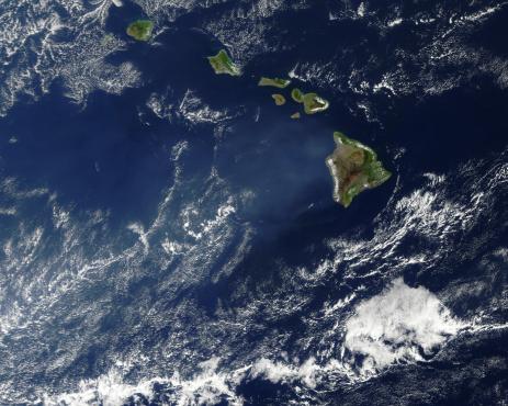 Volcano Islands「Satellite view of volcanic fog from Kilauea volcano swirling around the Hawaiian Islands.」:スマホ壁紙(9)