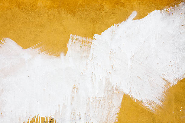 A yellow wall splashed with white paint:スマホ壁紙(壁紙.com)