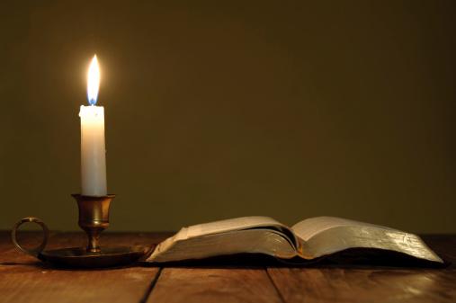 Praying「Holy Bible」:スマホ壁紙(4)