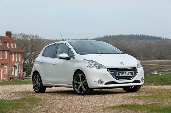 Finance and Economy「2014 Peugeot 208 Hdi」:写真・画像(10)[壁紙.com]